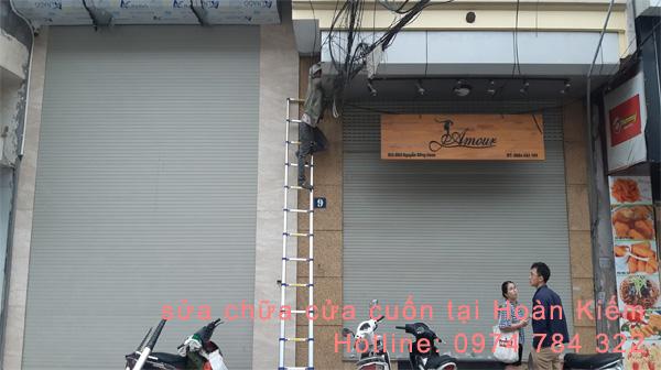 Hướng dẫn cách chọn cửa cuốn chống ồn với cửa cuốn tấm liền